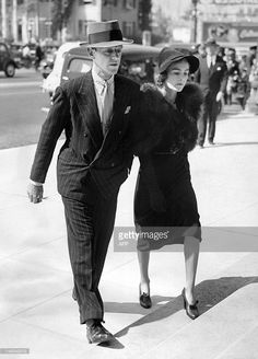 Fred Astaire and his wife Phyllis attending the funeral of MGM producer Irving Thalberg, 1936 Old Hollywood Glamour, Vintage Hollywood, Hollywood Stars, Classic Hollywood, Adele Astaire, Irving Thalberg, New York Socialites, Fred And Ginger, Partner Dance