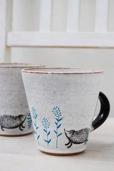 Marie-Louise Sundqvist, Sweden - ceramic mugs with hedgehog decor Pottery Mugs, Ceramic Pottery, Ceramic Cups, Ceramic Art, Cute Mugs, Mug Cup, Stoneware, Earthenware, Tea Pots