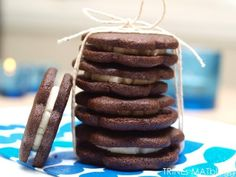 Who needs oreo cokkies when you can make it your self! Biscuit Cookies, Oreo Cookies, Biscuit Recipe, Worlds Best Cookies, My Favorite Food, Favorite Recipes, Snack Recipes, Snacks, Love Food