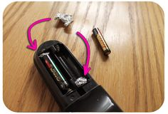 Como substituir pilhas AA por AAA com papel de alumínio?  Atenção. se colocar o papel de aluminio na zona do positivo da pilha pode gerar um curto-circuito na pilha. A ideia é boa mas o papel tem de ser colocado é no lado da mola.