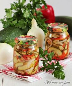 Zimowa sałatka z cukinii-rewelacja Canning Vegetables, Czech Recipes, Meals In A Jar, Polish Recipes, Canning Recipes, Cooking Light, Soup And Salad, Vegetable Salad, Chutney