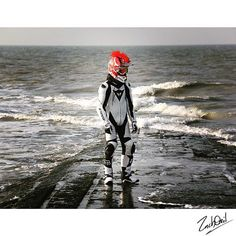 Welcome to the sea side of Belgium ☀️ #Grenzgaenger #grenzystyle #Staygrenzig #blackhoodie #dainese #fox #sea #seaside #belgium #ocean #mtb #feel #awesome #look #amazing #querly #photoshoot #photography #instagram #bike #biker #biking #braaap #gearlife #black #white #sun  #cold and #windy as fuck haha