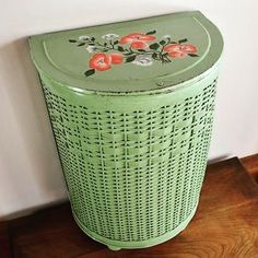 Vintage Pick of the Day! Loving this sweet little wicker hamper for sale by CobblestonesVintage on etsy. Link in bio for ordering information. .  .  .  #vintagepickoftheday #vintageshopping #vintageshop #vintagehamper #vintagelaundrybasket #upgradeyourlaundryroom #laundryroomdecor #mintgreen #vintagegreen #ilovevintage #vintageeverything #shopvintage #shopsmall #vintagemintgreen #vintagerose #rosedesign #wicker #vintagewicker