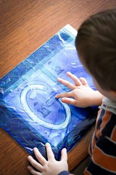 Sensory gel writing. Fill a snap-lock bag with a bit of hair gel and some food coloring and mix together. Such a fun way to get your kiddos to write!