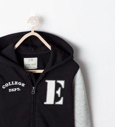 "Image 4 de Sweat-shirt avec poches  ""COLLEGE DEPT."" de Zara"