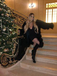 Mariah Carey - Personal Photo Mariah Carey Style, Outfits and Clothes. Mariah Carey Honey, Mariah Carey Christmas, Hip Hop, Fashion Show, Fashion Outfits, Women's Fashion, Female Singers, Blonde Highlights, Woman Crush