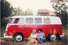 love the VW in this engagement session