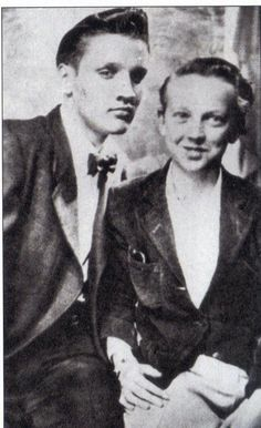 ♡♥Elvis 16 with cousin Bobby Smith in Memphis in 1951♥♡
