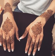 "810 Likes, 15 Comments - @themehndigirl on Instagram: ""Hanifas simple bridal ❤️ #henna #heart #hennapattern #hennadesign #hennatattoo #hennamehndi #mehndi…"""