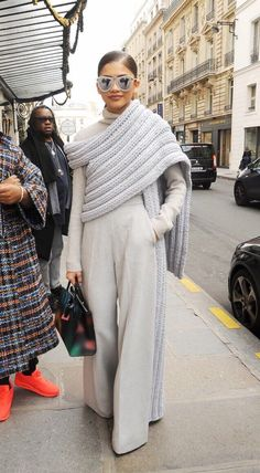 """sosaysdeb: """"bblackgoldd: """" dayaholics: """" Zendaya in Paris for Fashion Week - March """" Do y'all see this damn outfit """" How I want to dress """" Look Fashion, Runway Fashion, High Fashion, Womens Fashion, Fashion Trends, Fashion Edgy, Paris Fashion, Fall Fashion, Fashion Tips"""