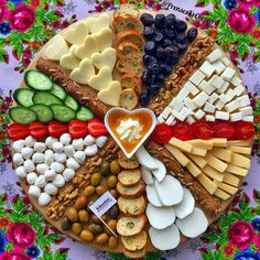 Christmas Food Platters Desserts in 2020 Party Food Platters, Party Trays, Food Trays, Party Buffet, Snacks Für Party, Cheese Platters, Charcuterie And Cheese Board, Charcuterie Platter, Antipasto Platter