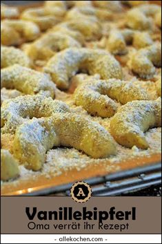 Vanilla biscuits with icing sugar are the Christmas classic. Strictly according to grandma's recipe Vanilla Kipferl - according to Steirer-Grandma's recipe Joyful Food Weihnachtsschmaus - Christmas Food Vanilla biscuits with icing s Sugar Cookie Recipe Easy, Peanut Butter Cookie Recipe, Easy Cookie Recipes, Cupcake Recipes, Dessert Recipes, Bolo Cookies And Cream, Cake Mix Cookies, Cookies Et Biscuits, Butter Chocolate Chip Cookies