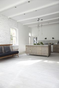 Rustic industrial kitchen  Photographed by Malcolm Menzies ww.82mm.com Kitchen by http://blakeslondon.com