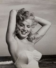 Marilyn at Tobey Beach ,1949. Photo by Andre de Dienes.