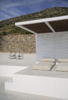 House For Rent: Maison Kamari Architects: Natasha Deliyianni and Yiorgos Spiridonos from React Architects Location: Paros, Cyclades, Greece Small Pergola, Diy Pergola, Pergola Kits, Pergola Shade, Outdoor Spaces, Outdoor Living, Outdoor Decor, Outdoor Ideas, Mykonos