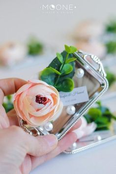 Retro Vintage wedding favor with pearls and flower great for luxury wedding. Perfect for any event: wedding, bridal shower, engagement party, baptism, baby shower, bachelorette, birthday party etc. #weddingfavors #elegantwedding #bridalshowerideas #birthdayfavors #blushwedding