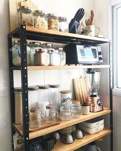Cute Kitchen, Kitchen Dinning, Kitchen Decor, Kitchen Design, Kitchen Appliance Storage, Kitchen Organisation, Home Organization, Bathroom Wood Shelves, Cool Apartments