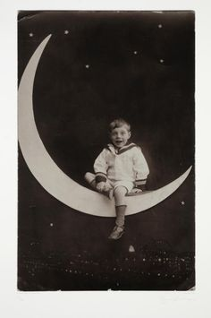 thebluecheer: it's only a paper moon Moon Photos, Moon Pictures, Vintage Moon, Vintage Paper, Vintage Children, Man On The Moon, Over The Moon, Vintage Photographs, Vintage Photos