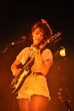 Lianne La Havas and her guitar. Got to see her live a couple days ago, she is AMAZING.