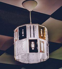cassette tape lamp - luminária de fita k7