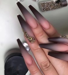 Trendy pink and white nails This is another set of cute pink pointed nails. These nails have several different shades of pink and light white Solid Color Nails, Nail Colors, Bridal Nails, Wedding Nails, Rose Wedding, Wedding Makeup, Nagel Bling, Kylie Jenner Nails, Coffin Nails Designs Kylie Jenner