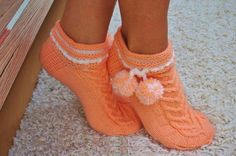 Умелые ручки..., О чём поёт душа... Knitting Socks, Knit Socks, Fasion, Knit Crochet, Villa, Slippers, Booty, Shoes, Facebook