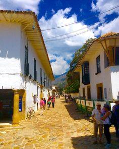 """""""Villa de Leyva, Colombia. En toda nuestra América Latina tenemos pueblos como este y cada uno posee características, historia y gente únicos. Ahora que…"""""""