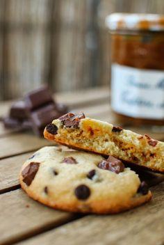 Cookies aux pépites de chocolat et insert caramel {Battle Food #18} | Invitation au fait maison Caramel, Biscuits, Muffins, Treats, Chocolate, Baking, Desserts, Couture, Battle