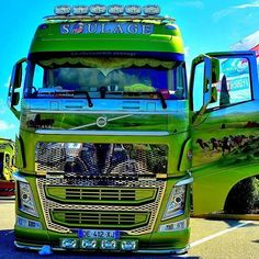 Images tagged with #ceskytrucker on instagram #VOLVOTRUCKS #VOLVOTRUCK #VOLVO #CESKYTRUCKER Show Trucks, Big Rig Trucks, Truck Paint, Cab Over, Volvo Trucks, Diesel, Trailer, Custom Trucks, Cars And Motorcycles