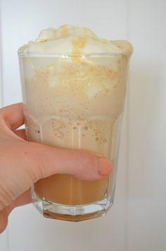 Lekker recept voor de echte Starbucks Frappuccino met ijs en slagroom.