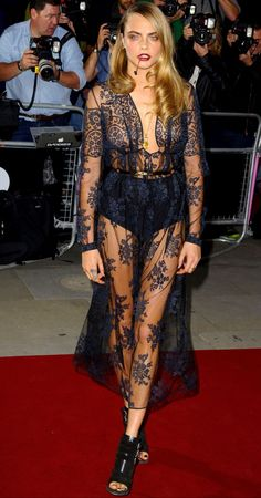 Cara Delevingne in a Burberry black lace dress - GQ Men Of The Year Awards Gq Awards, Cara Delevingne Style, Gq Men, Estilo Fashion, Women's Fashion, Red Carpet Looks, Mode Inspiration, Red Carpet Fashion, Fashion Advice