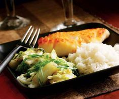 Stir-Fried Napa Cabbage with Garlic, Fresh Chile & Basil -- Try this with roasted chicken, sauteed chicken thighs, or pan-seared fish fillets. Stir Fry Recipes, Entree Recipes, Side Dish Recipes, Healthy Recipes, Healthy Foods, Dinner Recipes, Stir Fry Napa Cabbage, Seared Fish, Chinese Stir Fry