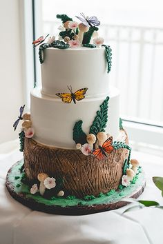 Texture mimicking the look of a tree stump takes a woodland-inspired cake to new heights. Fairy Garden Cake, Garden Cakes, Fairy Cakes, Big Wedding Cakes, Wedding Cake Photos, Wedding Cake Designs, Wedding Ideas, Fairy Birthday Cake, 10th Birthday