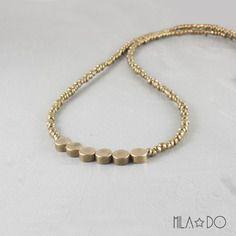 Collier minimal perles laiton rondes    perles de rocailles tchèques bronze doré