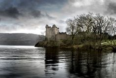 Urquart Castle, Drumnadrochit, Loch Ness, The Highlands of Scotland. Beautiful Places To Live, What A Beautiful World, Places Ive Been, Places To Visit, Haunted Attractions, Loch Ness Monster, The Loch, Scottish Castles, Fantasy Setting