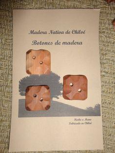 0488667c0be3 Artículos similares a Botones Cuadrados con Rebaje en Madera Nativa de  Alerce Hecho en Chiloe - Chile en Etsy