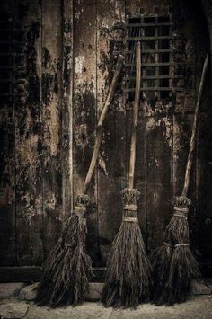 Brooms parking line… Broom Pictures, Witch Pictures, Witch Cottage, Witch House, Chic Halloween Decor, Halloween Art, Italy Landscape, Landscape Photos, Landscape Design