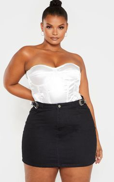 Plus Black Buckle Detail Denim Skirt This black denim skirt is perfect for adding to any outfit. Featuring a black denim fabric with buckle de. Thick Girl Fashion, Curvy Women Fashion, Womens Fashion, Trendy Plus Size Fashion, Modest Fashion, Denim Skirt Outfits, Black Denim Skirt, Denim Overalls, Plus Size Skirts