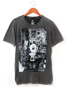 CBGB Bathroom - t-shirt Liverpool, 100% algodão fio 30, com tratamento especial Stone Wash.