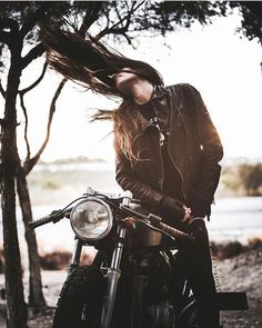 New girl motorcycle photography Ideas Cafe Racer Girl, Cafe Racer Build, Motorbike Girl, Motorcycle Style, Motorcycle Girls, Biker Style, Lady Biker, Biker Girl, New Girl