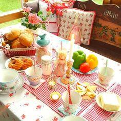 Happy Sunday Morning🌸💛💚🌸#goodmorning #happysunday #gutenmorgen #frühstücken #familienleben #familiytime #mik #ikozosseg #mutimiteszel #food #foodgasm #reggeli #vasárnap #jóreggelt #countryhome #myhome #édesotthon #sweethome #home #landhaus