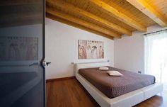 Arredare casa con travi di legno - Arredo minimal con travi di legno