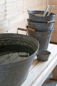 Wash tubs & dippers - for Sauna. Outdoor Sauna, Inside A House, Finnish Sauna, Metal Tub, Steam Sauna, Wash Tubs, Steam Room, Saunas, Cottage Interiors