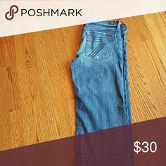 7FAMK CAPRI Nice capris just didnt fit size 32 but fit more like a 29/30 7 For All Mankind Jeans Ankle & Cropped