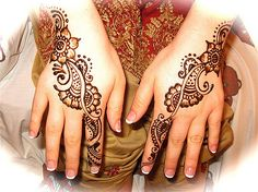 i used to try and draw henna on my hands with gel pens in middle school. i was so weird! Henna cool art body art inked up ink love tattoos meaningful Henna Tatoos, Mehndi Tattoo, Henna Tattoo Designs, Henna Mehndi, Mehandi Designs, Tattoo Ideas, Mehndi Art, Henna Body Art, Henna Art