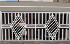 portões-basculante Balcony Grill Design, Balcony Railing Design, Window Grill Design, Main Gate Design, Door Gate Design, Front Stairs, Front Gates, Stainless Steel Gate, Door Grill