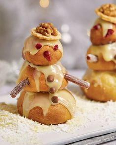 It's never too early to get into the Christmas spirit with these festive Snowman Profiteroles Xmas Desserts, Christmas Deserts, Christmas Party Food, Christmas Cooking, Christmas Treats, Christmas Time, Profiteroles, Eclairs, Christmas Afternoon Tea