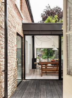 Kirkwood McCarthy has added a zinc-clad wing to a London house, creating a light-filled living space that sits between the garden and a new courtyard Patio Interior, Home Interior, Interior Design, Luxury Interior, London Architecture, Architecture Details, British Architecture, Semi Detached, Detached House