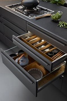 Browse photos of modern kitchen designs. Discover inspiration for your minimalis… Browse photos of modern kitchen designs. Discover inspiration for your minimalist kitchen remodel or upgrade with ideas for storage, organization, layout and decor.
