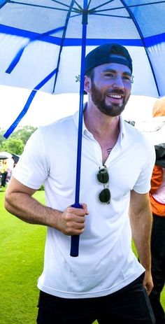 Chris ❤️ Evans in action on the first day of the Mission Hills Celebrity Pro-Am, on the southern Chinese island of Hainan, on October Capitan America Chris Evans, Chris Evans Captain America, Robert Evans, Logan Lerman, Amanda Seyfried, Golden Trio, Chris Evans Tumblr, Christopher Evans, Jamel